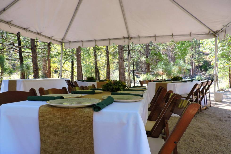 Outdoor wedding reception tables at Sequoia & Kings Canyon National Parks